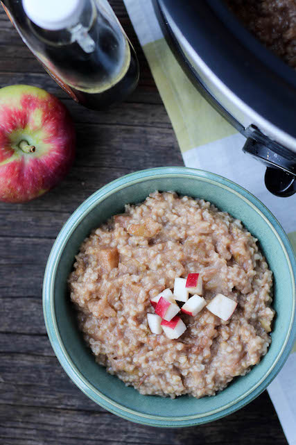 Slow Cooker Apple Cinnamon Oatmeal